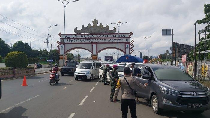 Ratusan Kendaraan Luar Daerah Masuk Bandar Lampung, 10 Mobil Disuruh Putar Balik