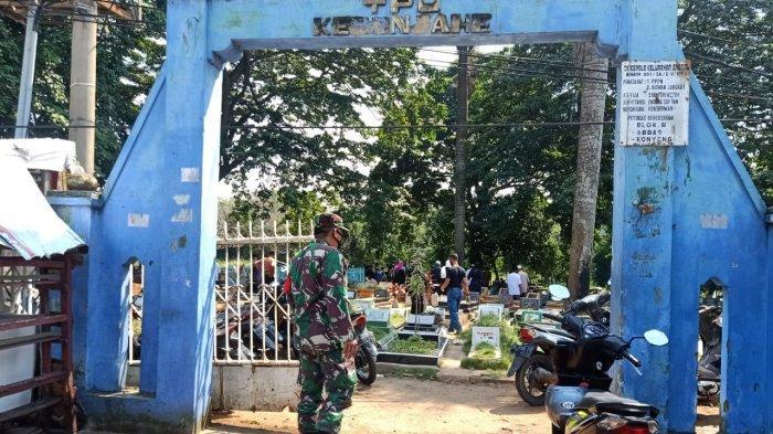 PPKM Darurat, Babinsa Kodim 0410/KBL Pantau Pelaksanaan Pemakaman Warga