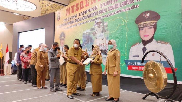 Pemkab Lampung Barat Juara Pertama Pembangunan Daerah Saburai 2021