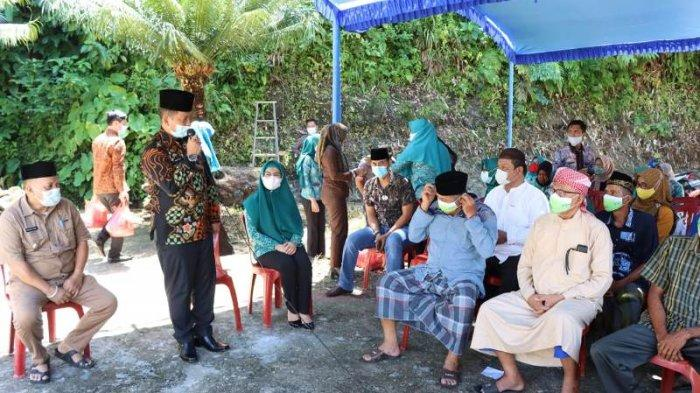 Pemkab Pesisir Barat Salurkan Bantuan untuk Masjid Sebesar Rp 15 Juta