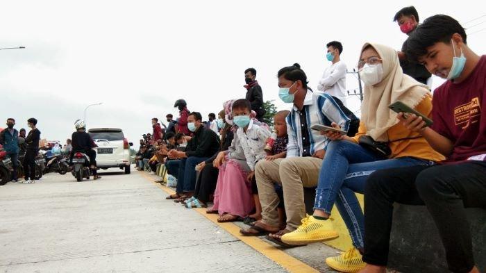 Pemudik Dipeiksa Rapid Test Antigen di Pelabuhan Bakauheni