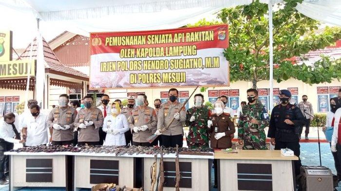 BREAKING NEWS Kapolda Lampung Musnahkan 183 Senpi Rakitan di Mesuji