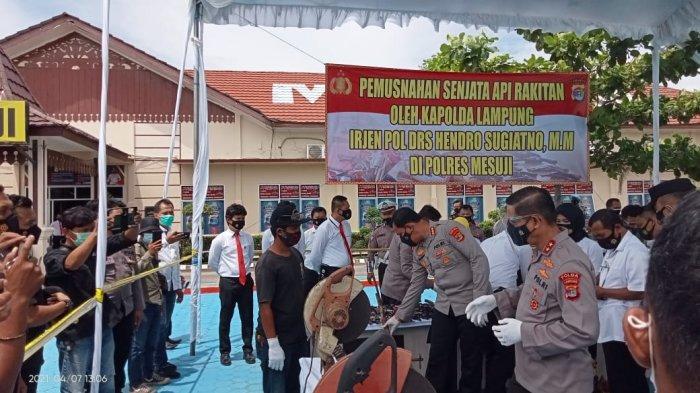 Musnahkan Ratusan Senpi Rakitan di Mesuji, Kapolda Lampung Apresiasi Masyarakat