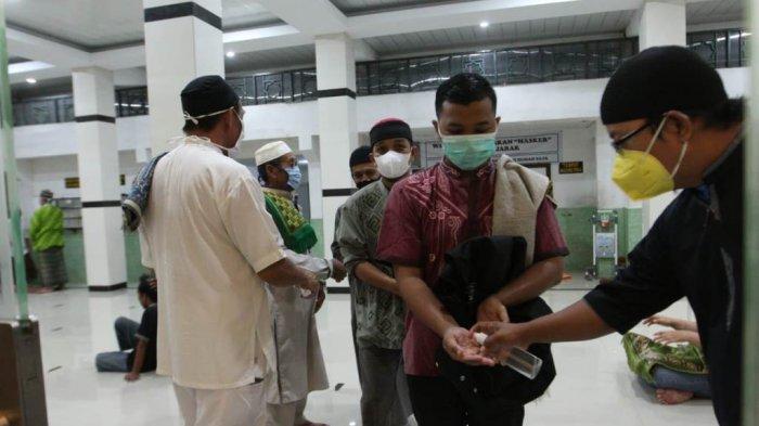 Melihat Protokol Kesehatan Salat Tarawih Berjamaah di 3 Masjid Besar Bandar Lampung