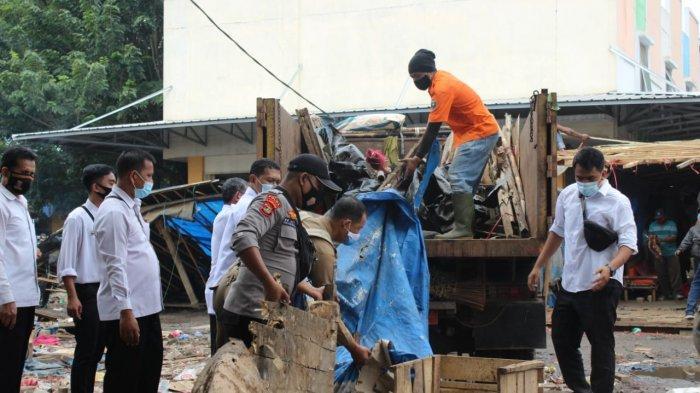 BREAKING NEWS Pemkot Metro Tertibkan Puluhan Lapak PKL di Terminal
