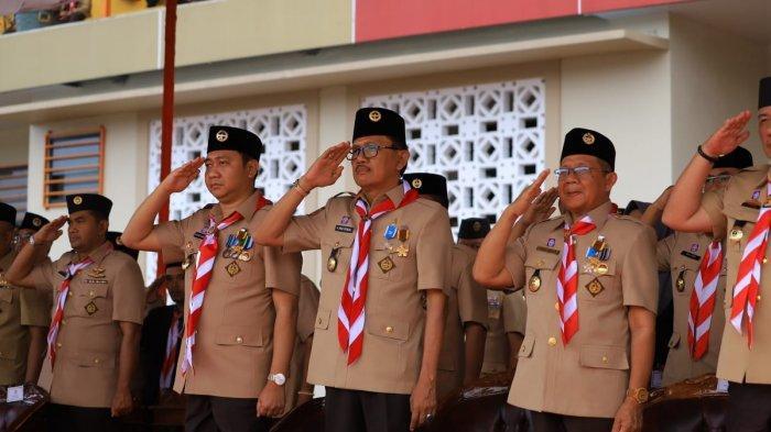 Bupati Pesisir Barat Terima Penghargaan Dharma Bhakti pada Apel Besar Hari Pramuka ke-58 Lampung