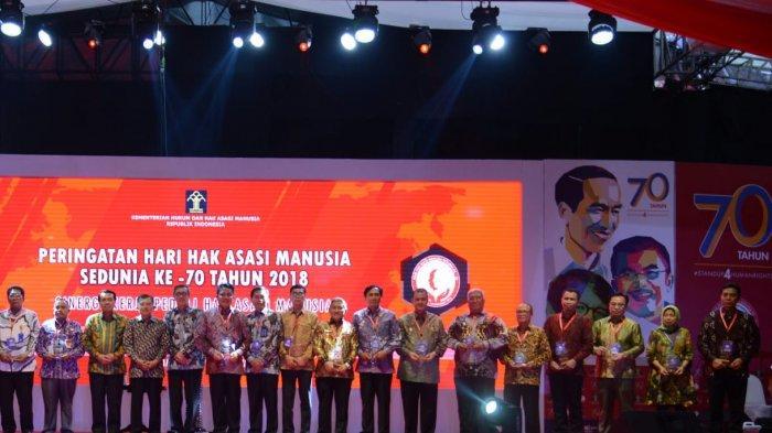 Sukses Bina Hak Asasi Manusia di Kabupaten/Kota, Gubernur Ridho Raih Penghargaan Peduli HAM