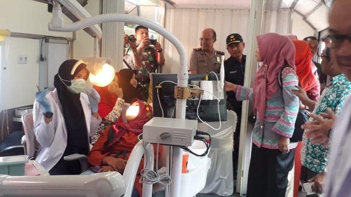Pengobatan Gratis PT KAI Divre IV Tanjung Karang di Stasiun Blambangan Pagar
