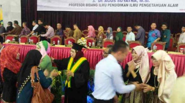 Usai Prosesi Tiga Guru Besar Unila Dibanjiri Ucapan Selamat Tribun Lampung
