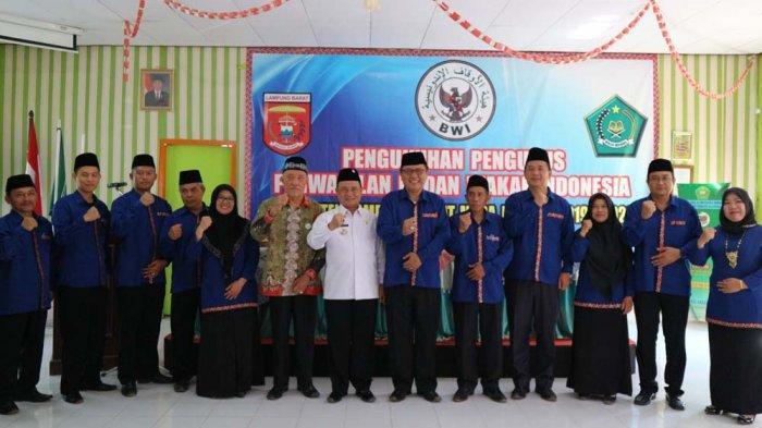 Pengukuhan Pengurus BWI Lampung Barat, Adnan Nawawi: Seluruh Wakaf Dapat Disertifikatkan