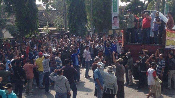 Pengunjuk Rasa Tunggu Putusan TSM Politik Uang Pilgub Lampung, Bawaslu Segera Bersidang