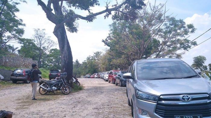 Pengunjung Pantai Mutun Didominasi Warga Lampung, Pelancong Palembang dan Jakarta Mulai Berdatangan
