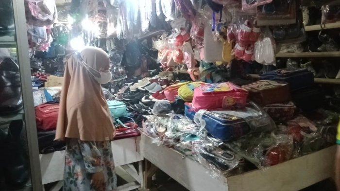 PTM Dimulai, Penjualan Tas dan Sepatu di Tanggamus Lampung Mulai Naik
