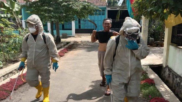 Trader Perduli Indonesia Lakukan Penyemprotan Disinfektan di Kelurahan Mulyojati Metro Lampung