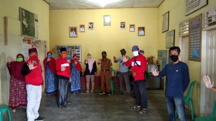 MTRH Lampung Semprot Disinfektan dan Bagikan Masker di Empat Kelurahan