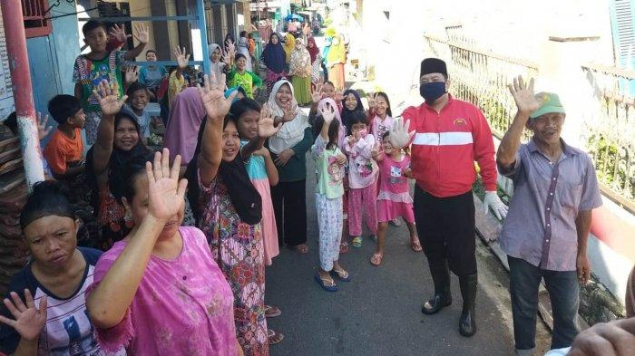 Penyemprotan Disinfektan di Panjang Selatan, Bunda Eva: Prioritaskan Kesehatan