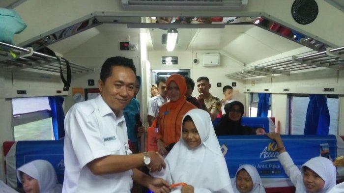 Komunitas Barisan Railfans Divre IV Sosialisasi KAI Access ke Pelajar SD