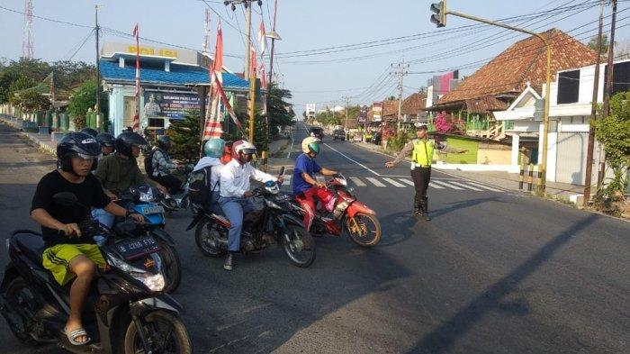 Antisipasi Lakalantas, Personel Satlantas Polres Way Kanan Rutin Atur Lalu Lintas