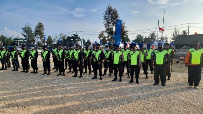 Personel TNI-Polri Lakukan Pengamanan di Cabor Dayung Canoeing