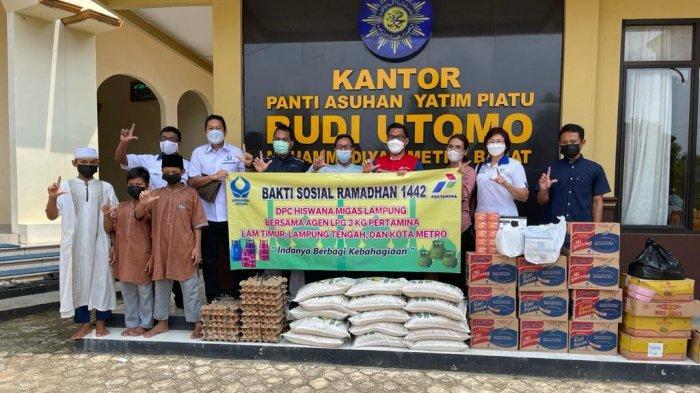 PT Pertamina dan DPC Lampung Hiswana Migas Wilayah 2 Gelar Bakti Sosial Ramadhan