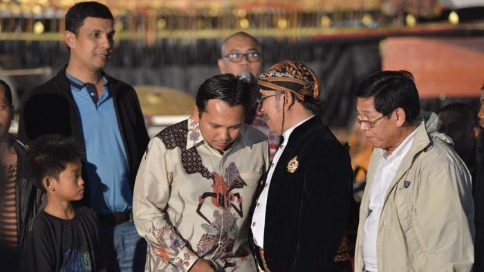 Gubernur Ridho Nikmati Pagelaran Wayang Semalam Suntuk