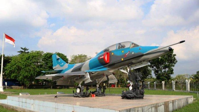Monumen Pesawat Tempur A-4 Skyhawk di Tulangbawang Lampung Selesai di Repainting