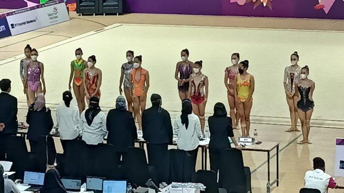 Suasana pengumuman nilai cabor senam ritmik di Istora Papua Bangkit Kompleks Lukas Enembe Stadium Jayapura, Jumat (8/10/2021). Pesenam ritmik putri Lampung Sutjiati Kelanaritma menyumbang dua medali emas. Sedangkan Tri Wahyuni meraih medali perak.