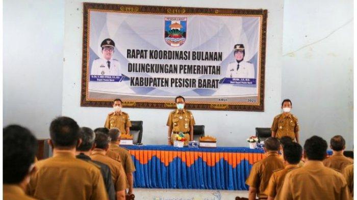 Bupati Pesisir Barat Agus Istiqlal Pimpin Rakor Bulanan di GSG Selalaw Labuhan Jukung