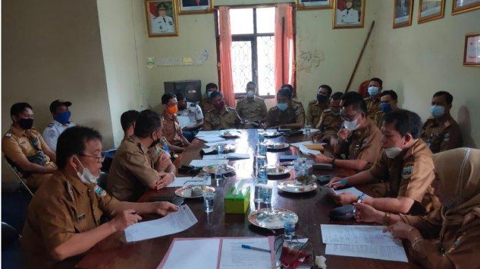 Plh Bupati Pesisir Barat Lingga Kusuma Pinmpin Rapat Persiapan HUT Kabupaten Pesisir Barat Ke 8