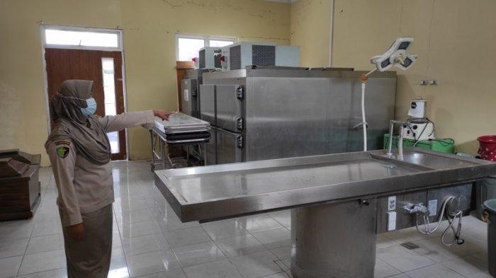 Petugas Forensik Didatangi Warga 3 Truk, Kerja Penuh Tantangan di Ruang Forensik RS Bhayangkara