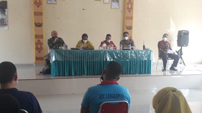 Danramil 410-05/TKP Ikuti Rakor Lintas Sektoral di Aula Kantor Kecamatan Langkapura