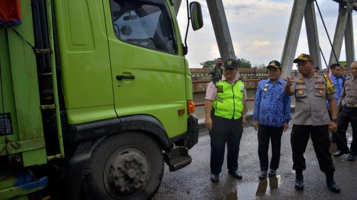 Plt Bupati Mesuji Siap Bantu Personel dan Alat Berat Perbaiki Jembatan Mesuji-OKI yang Ambrol