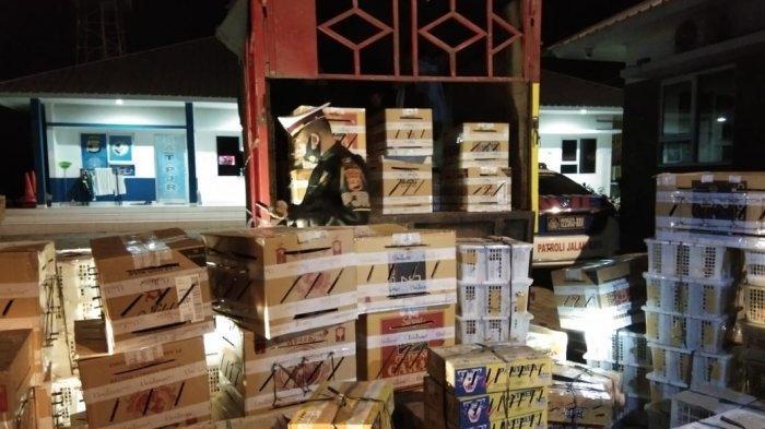 Mengira Dikejar Perampok, Truk Bawa 3.726 Burung Ilegal Serempet Mobil Petugas di Tol Lampung