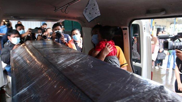Polda Kawal 2 Jenazah Korban Sriwijaya Air SJ 182 Asal Lampung sampai Peristirahatan Terakhir