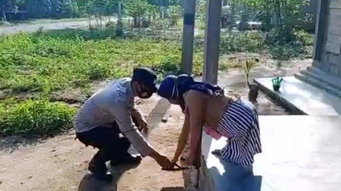 Pelaksanaan Vaksinasi Covid-19 Massal di Way Kanan, Polisi Bantu Warga Penyandang Disabilitas