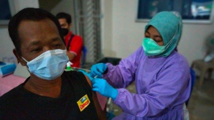 Polisi Beri Pengamanan Pelaksanaan Vaksinasi Covid-19 di Way Tuba Lampung
