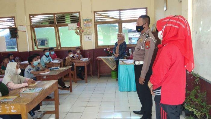 Polisi Edukasi Tertib Lalu Lintas ke Pelajar SD di Pesawaran Lampung