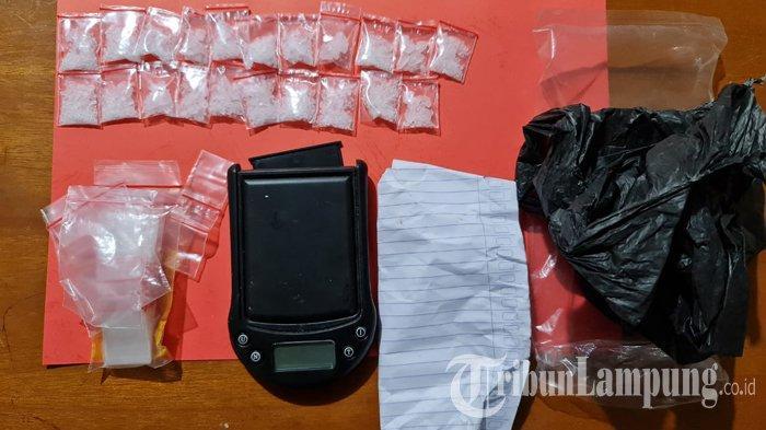 Polisi Tangkap IRT Pengedar Sabu di Tulangbawang Barat, Barang Buktinya 21 Paket Sabu