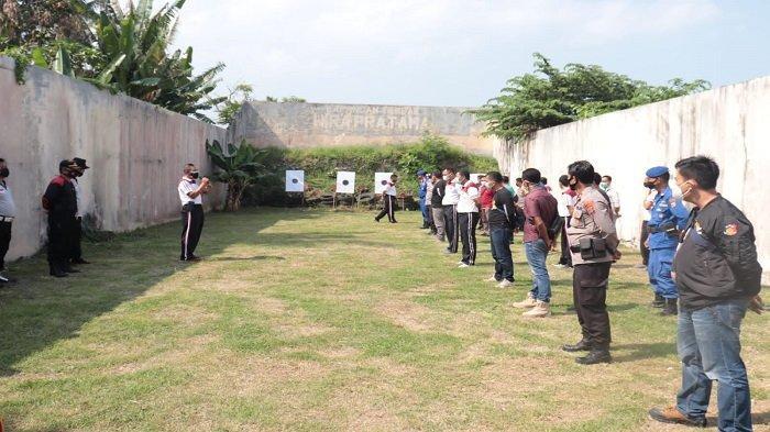 Polres Lampung Selatan Gelar Latihan Menembak, Kabag Sumda: Agar Mahir Gunakan Senjata