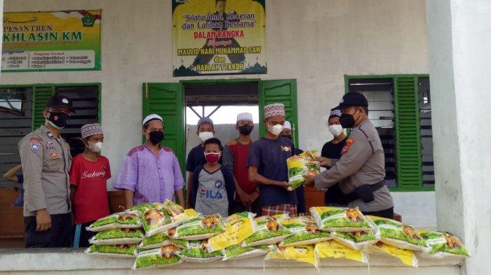 Polres Lampung Tengah Salurkan Bantuan 20 Kantong Beras kepada Ponpes Darul Mukhlasin