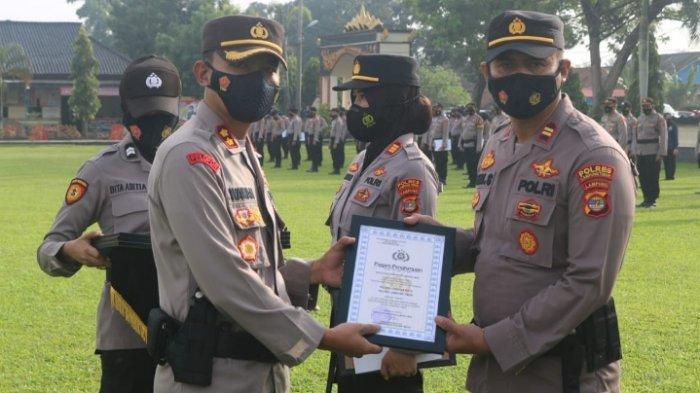Polres Lampung Timur Beri Penghargaan 4 Personel dan 3 Polsek