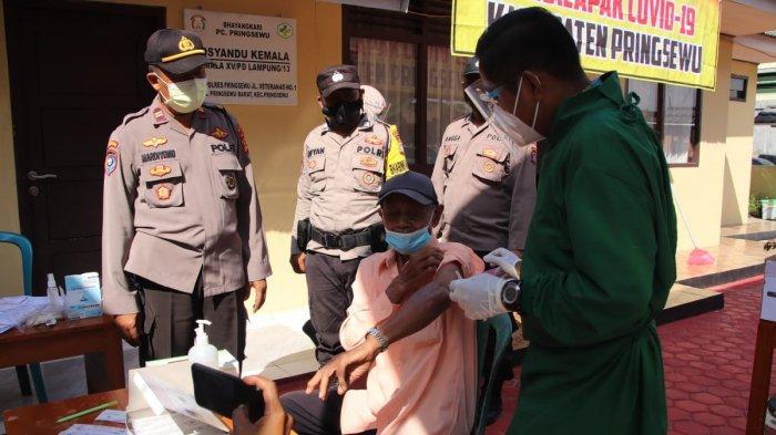 Polres Pringsewu Gelar Vaksinasi Massal Bagi Guru SD dan Lansia