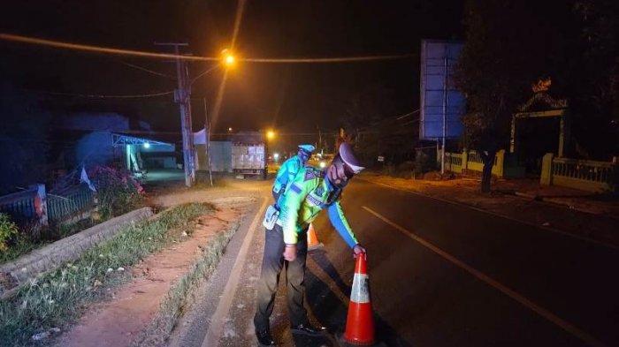 Polres Pringsewu Pastikan Ruas Jalinbar Terkena Ceceran Solar Sudah Aman