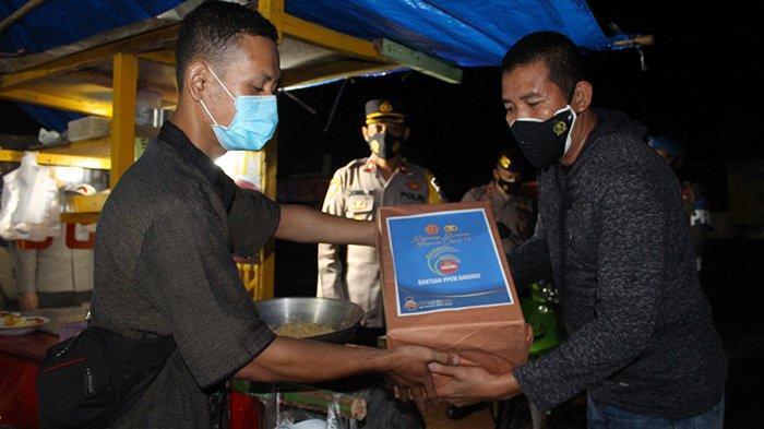 Polres Way Kanan Bagikan Paket Sembako dan Monitoring Pelaksanaan PPKM Mikro