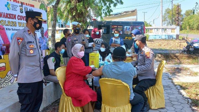 Polres Way Kanan Lampung Keluar Masuk Kampung Gelar Vaksinasi Keliling