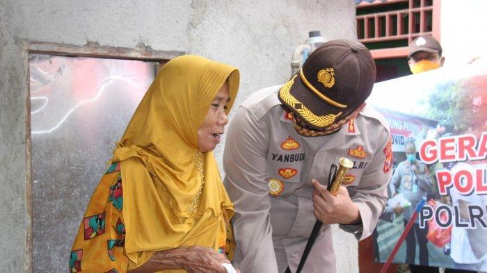 Polresta Bandar Lampung Bagikan Paket Sembako Bagi Warga Terdampak Covid-19
