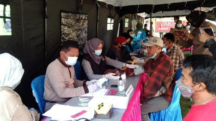 Polri Vaksinasi Warga Pesawaran Lampung yang Domisili di Kepulauan