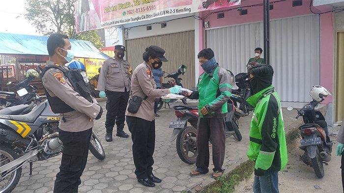 Polsek Kemiling Bagikan Ratusan Paket Multivitamin Ke Masyarakat Bandar Lampung