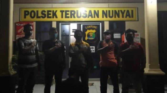 Polsek Terusan Nunyai Tangkap Pencuri Sawit di PT GMP Lampung Tengah