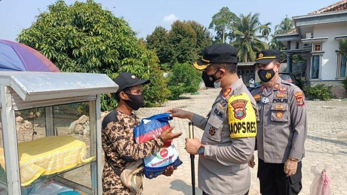 PPKM, Polres Tubaba Lampung Tebar Sembako untuk Masyarakat